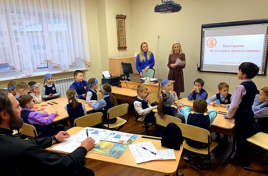 Епископ Мефодий принял участие в викторине среди воспитанников Православной гимназии Альметьевска